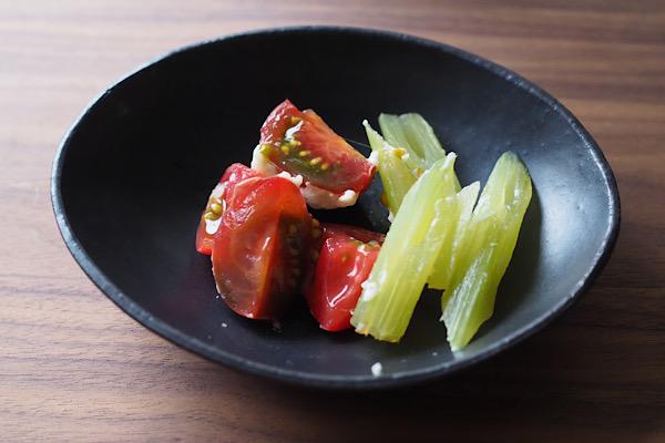 荒川雅子さんフキとトマトのサムネイル