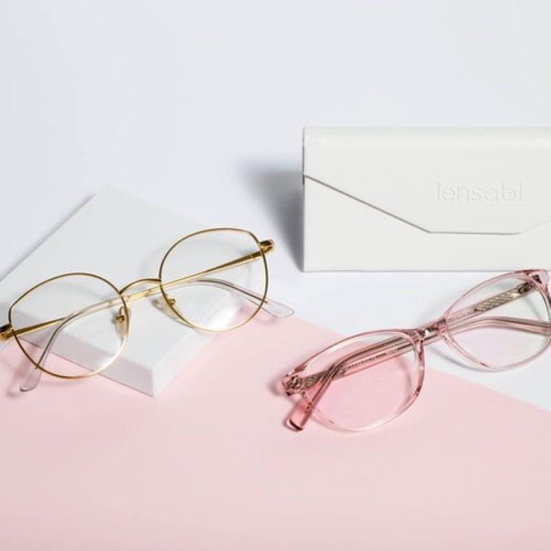 バーチャル試着とAI診断で楽々メガネ選びの写真